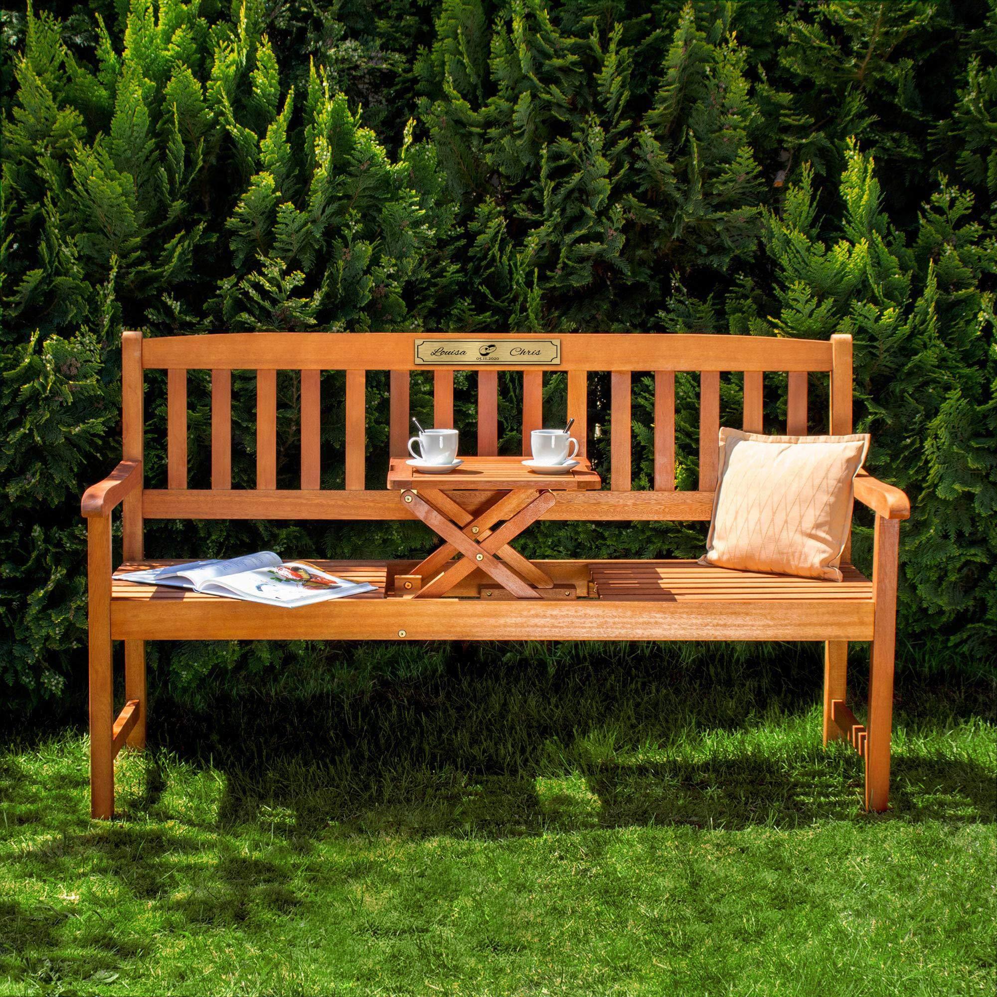 Gartenbank zur Hochzeit aus Holz mit personalisierter Plakette