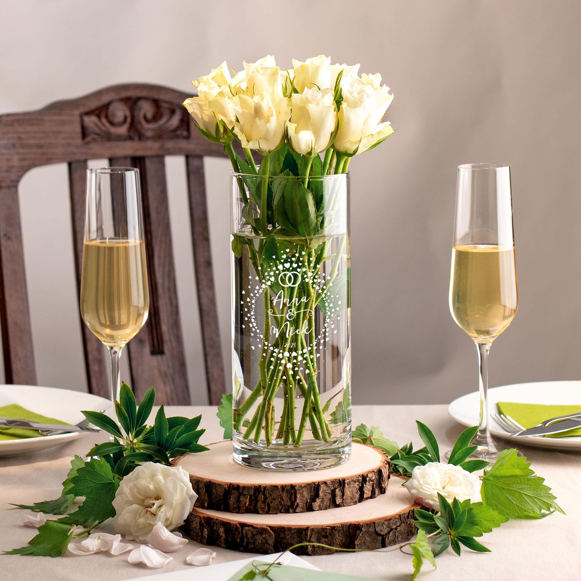 Runde Vase mit Gravur zur Hochzeit - Herzkreis mit Ringen