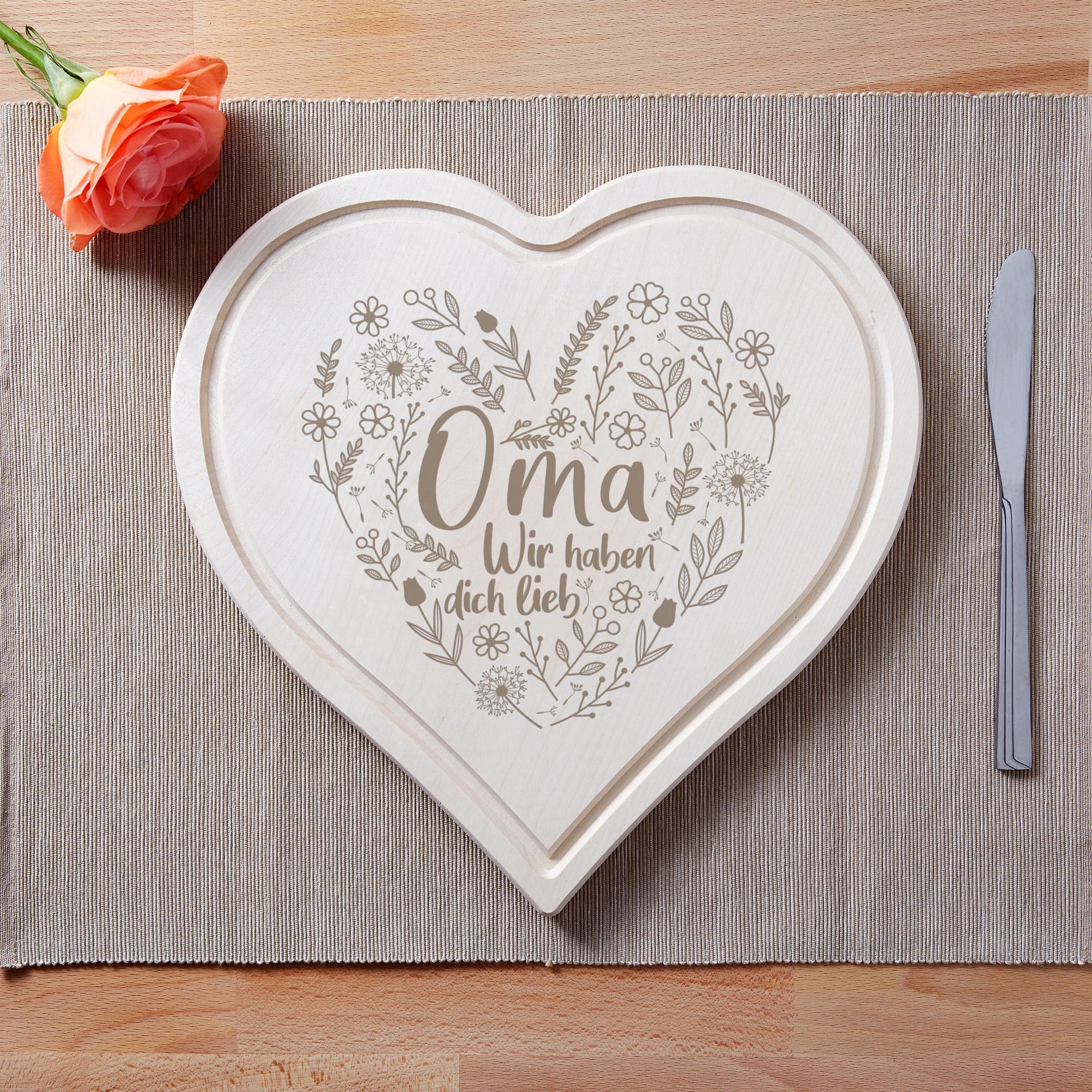 Herzbrett mit liebevoller Gravur - Oma wir haben dich lieb