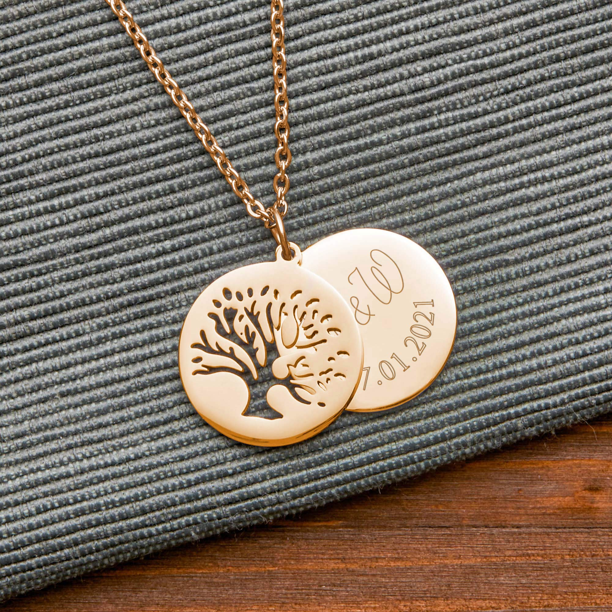 Halskette mit Gravur in Gold - Baum mit Initialen