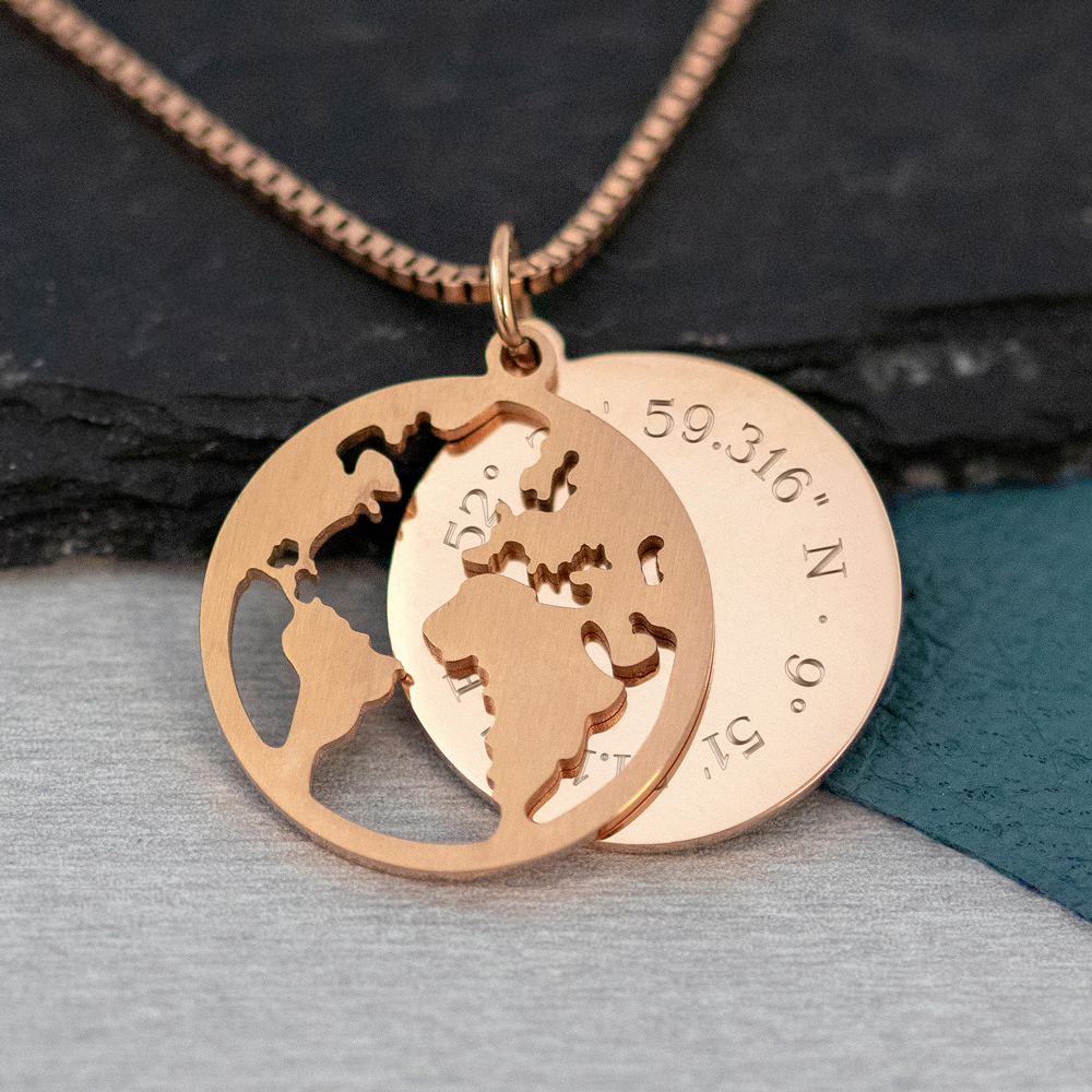 Halskette mit Gravur - Globus und Geokoordinaten - Roségold - Personalisiert