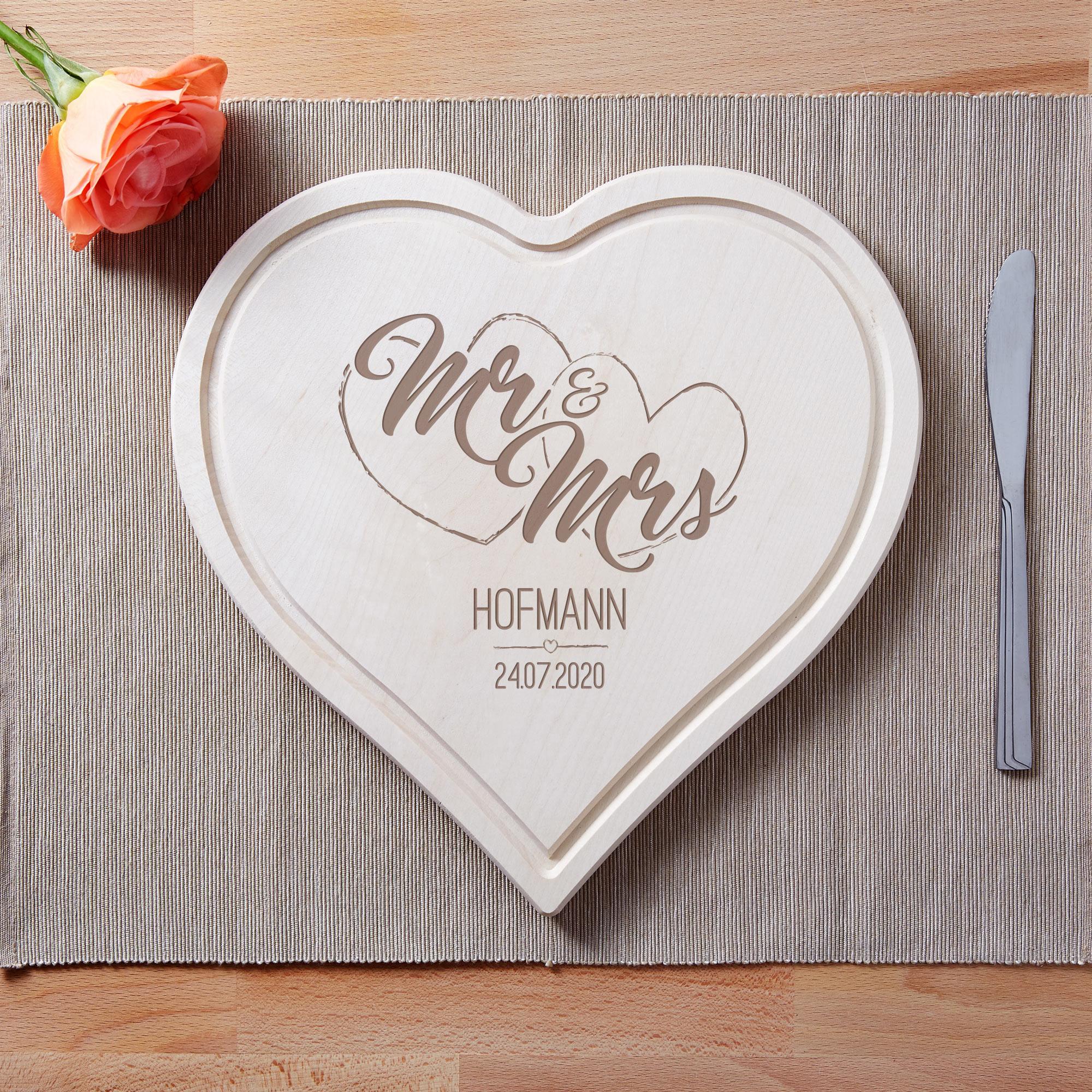 Mr und Mrs - Holzbrett in Herzform - Personalisiert